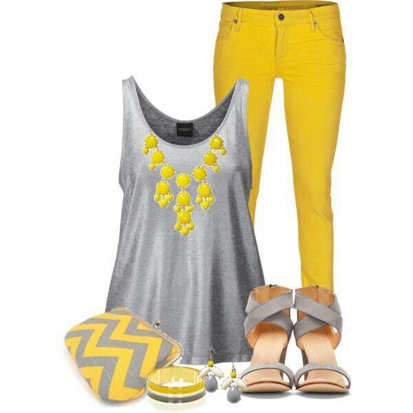letní outfit v barvách roku 2021 - ve žluté a šedé barvě