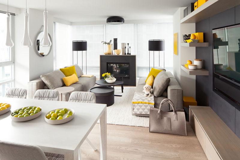 obývací pokoj ve žluté, šedé a bílé barvě